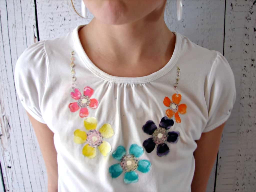 shirt with necklace