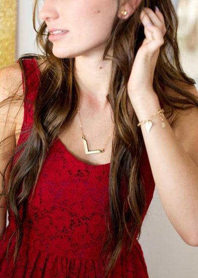 gold_chevron_necklace_04
