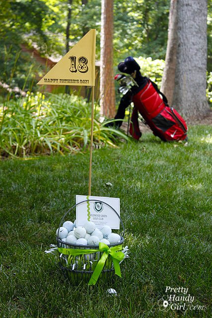 gift_basket_and_balls_clubs_bkgd