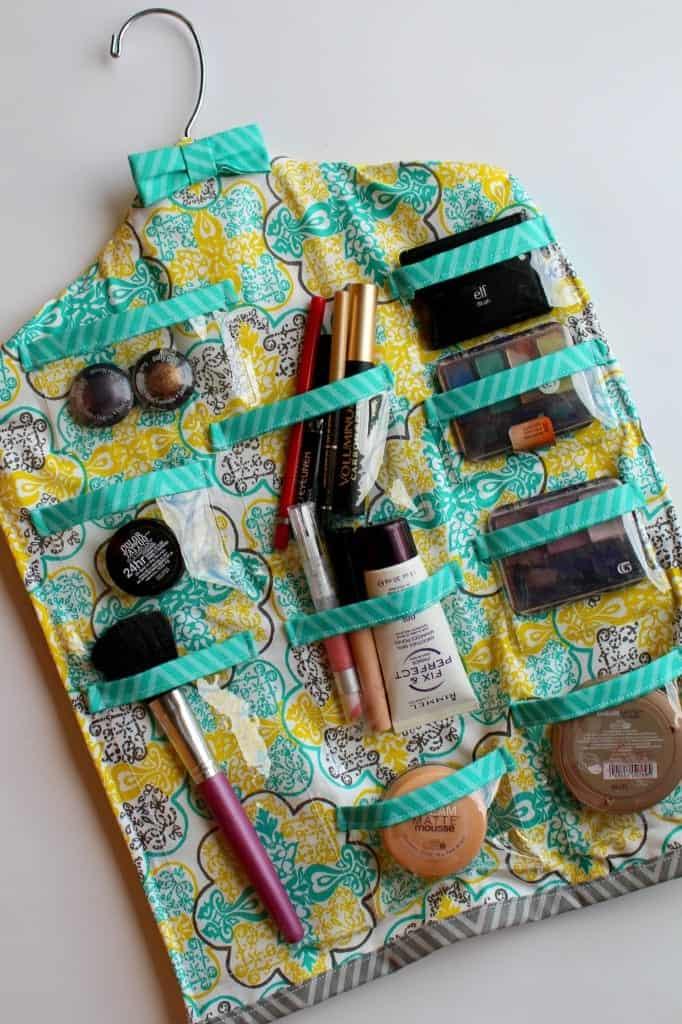 makeup hanger for your bathroom