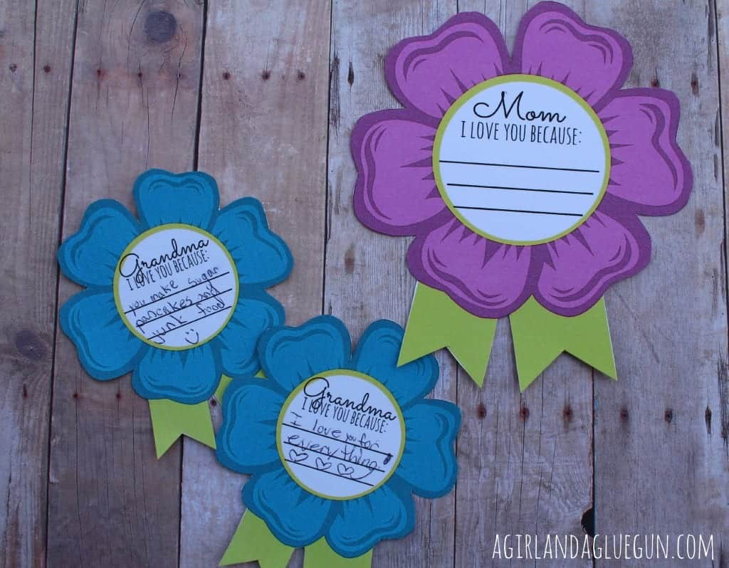 mom printable badges from a girl and a glue gun