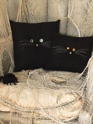 Halloween-Crafts-Black-Cat-Pillows-mdn