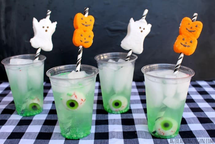 easy halloween drinks with peep straws and eyeballs