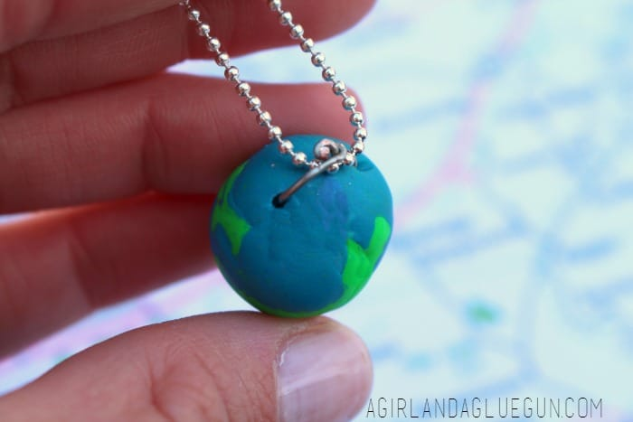 how to make an earth day necklace