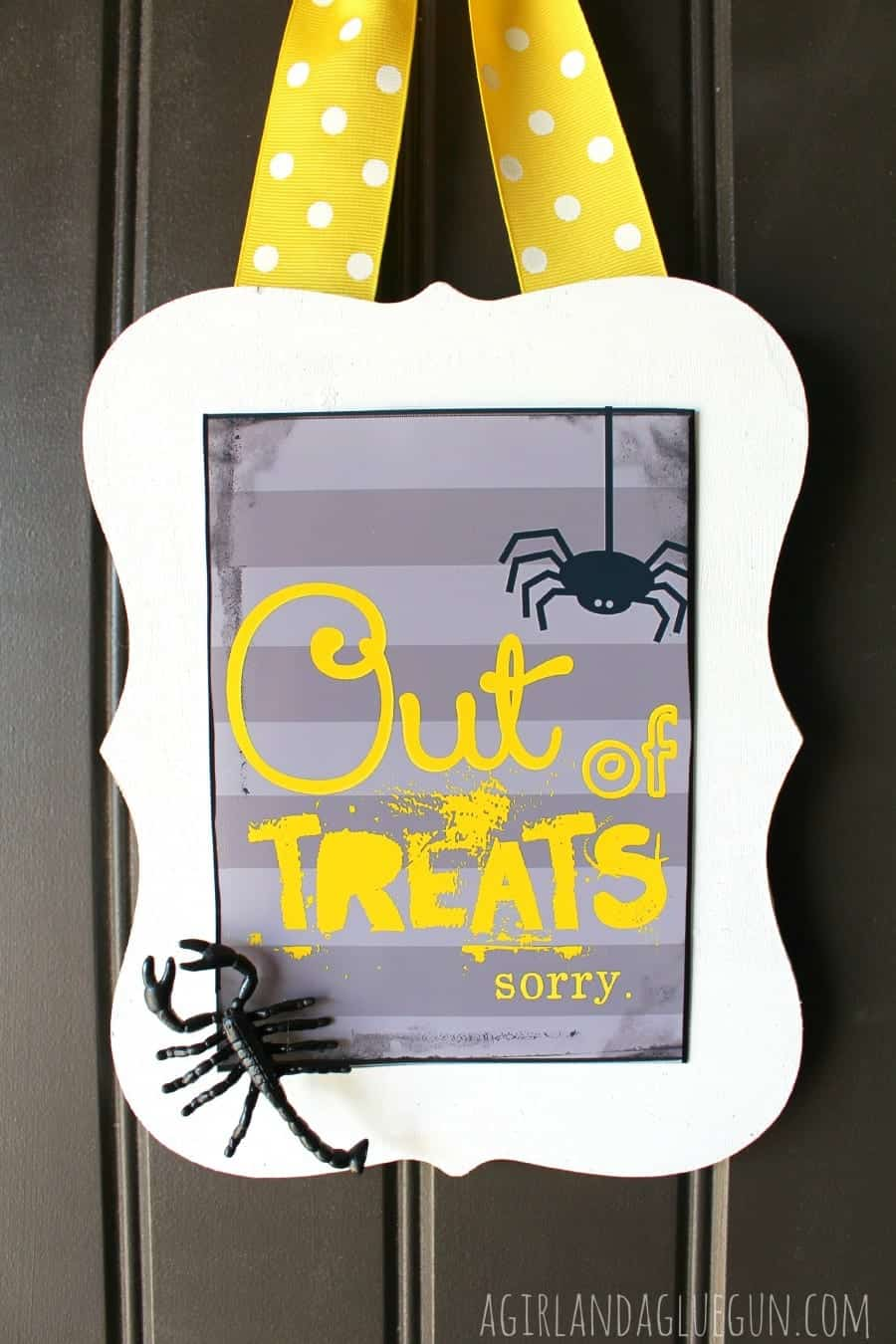 free printable. out of treats sign.