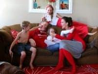 http://www.agirlandagluegun.com/wp-content/uploads/2014/11/funny-family-200x152.jpg