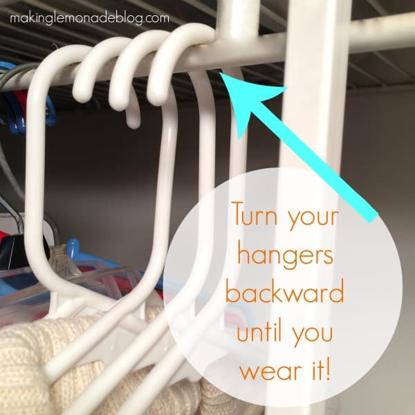 how-to-organize-closets-hangers-trick