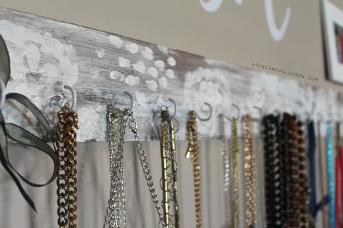 necklace wall