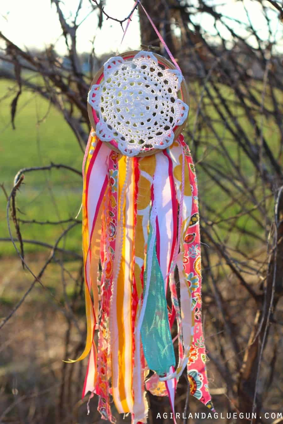 Diy Doily Dream Catcher A Girl And A Glue Gun