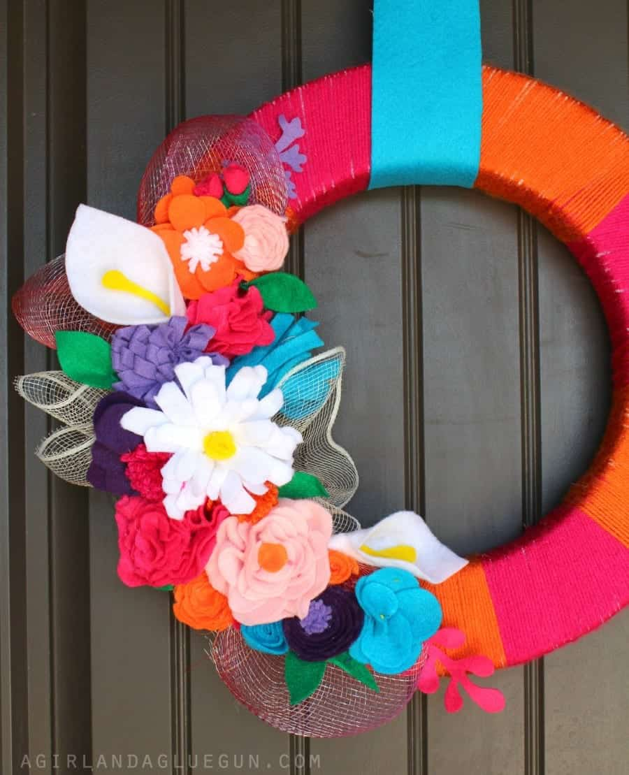 Felt Flower Wreath From Floracraft 174 A Girl And A Glue Gun