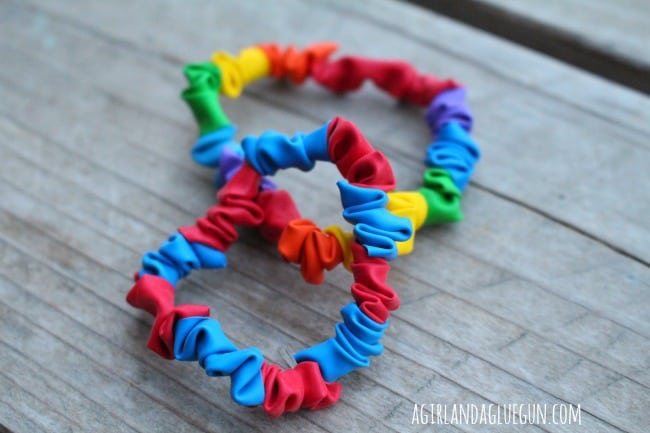balloon-bracelets-close-up.
