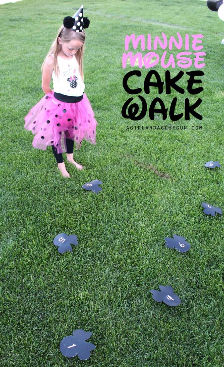 minnie mouse disney cake walk game