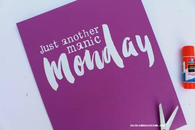 Monday folder with vinyl