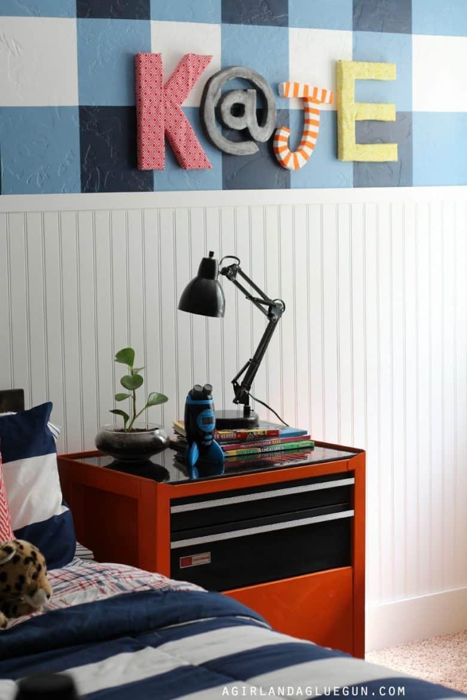 fun-kids-room-plaid-wall-900x1350