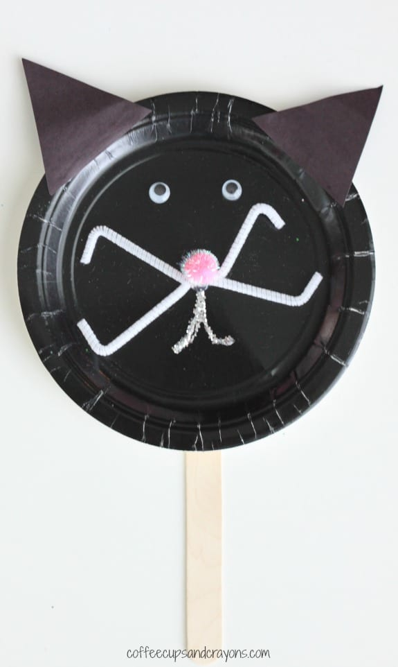 Paper-Plate-Craft-Make-a-Black-Cat-for-Halloween