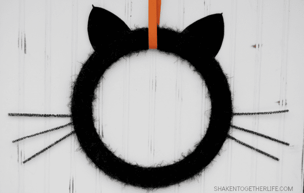 black-cat-wreath-halloween-wreath-hop-featured