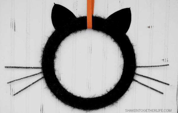 black-cat-wreath-halloween-wreath-hop-featured
