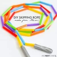 http://www.agirlandagluegun.com/wp-content/uploads/2016/01/diy-easy-skipping-rope-craft-for-kids-toddlers-preschoolers-using-dollar-store-straws-200x200.jpg