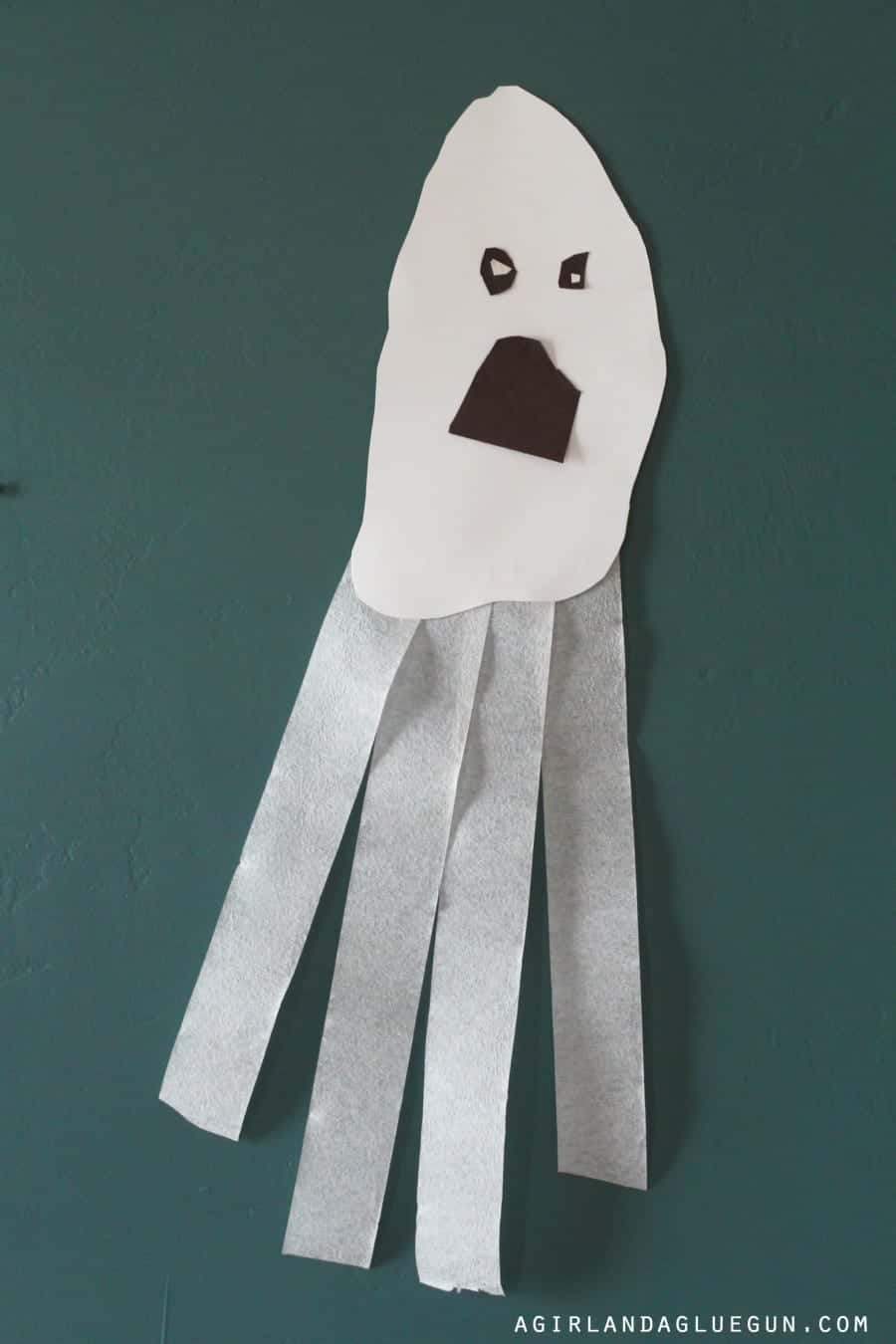 fun halloween decor that is super easy--tissue paper ghosts