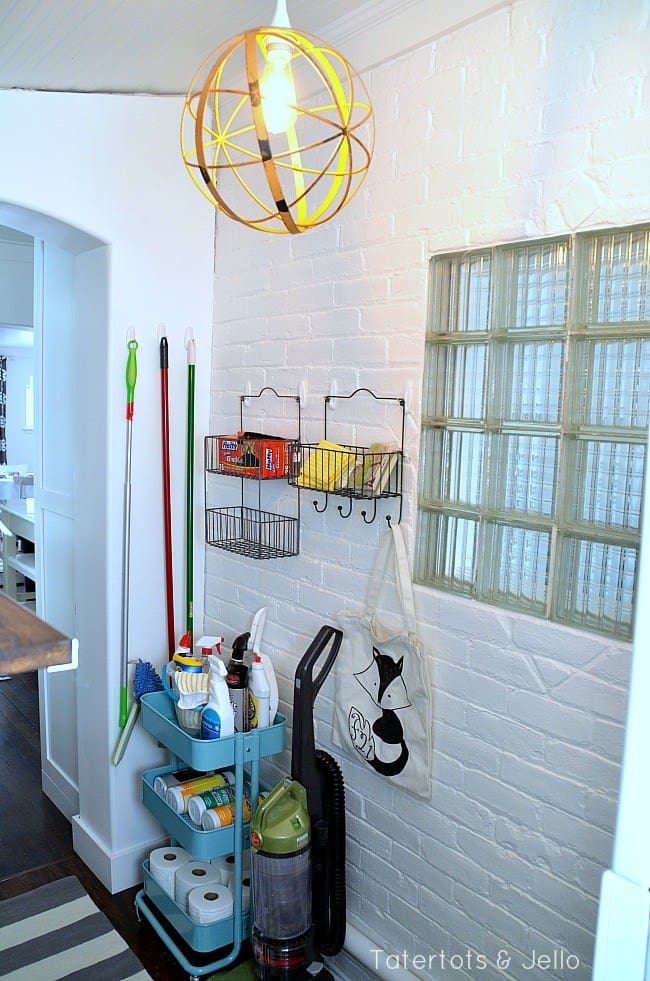 cleaning-supplies-organized-