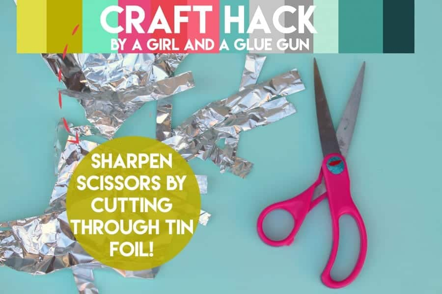 craft hack--sharpen scissors by cutting through tin foil