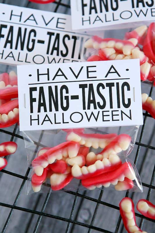 fangtastic-treat-topper