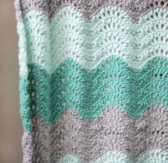 feather-and-fan-baby-blanket-8