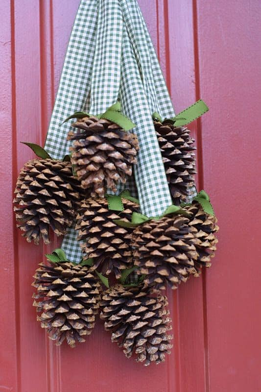 pinecone-front-door-hanger