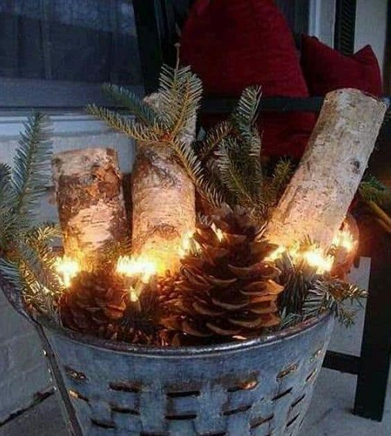 pinecone-front-porch-display