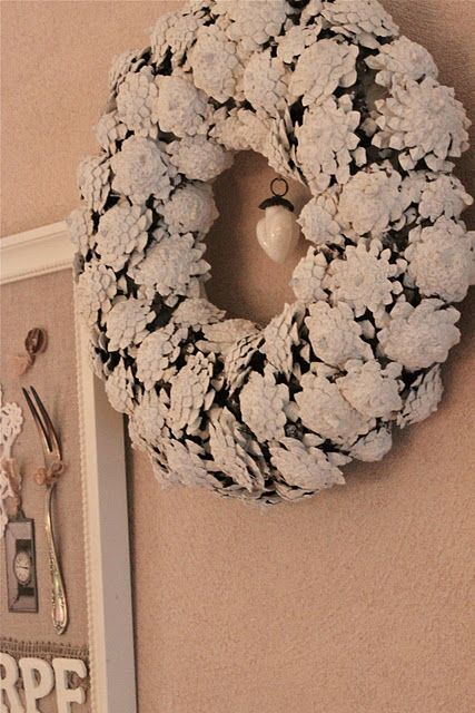 pinecone-wreath