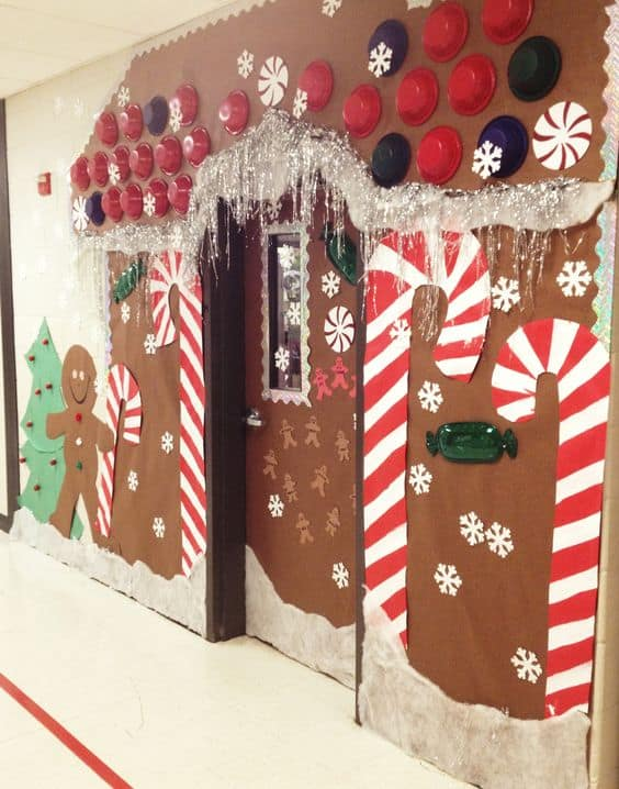gingerbread-door-decor