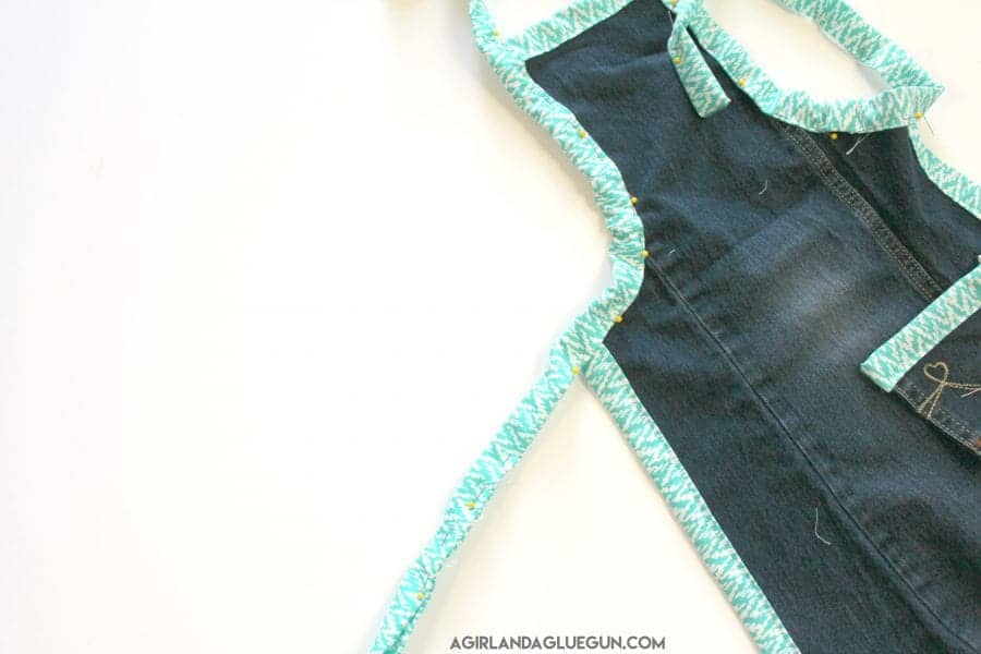 sew-an-apron-from-a-pair-of-pants