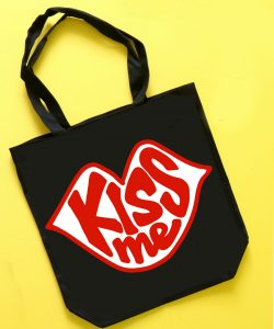 https://www.agirlandagluegun.com/wp-content/uploads/2019/02/kiss-me-bag-valentine-cut-file--250x300.jpg