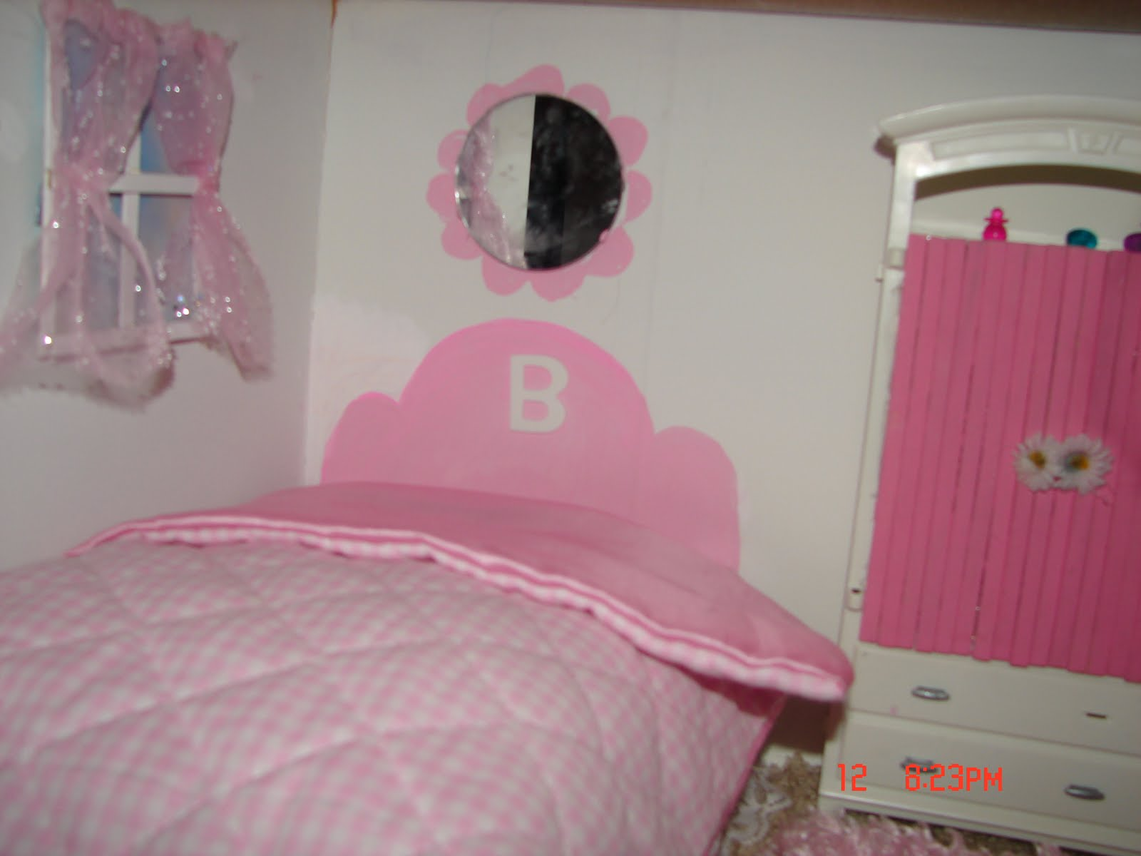 DIY Barbie House from a shelf. DIY Barbie House from a shelf   A girl and a glue gun